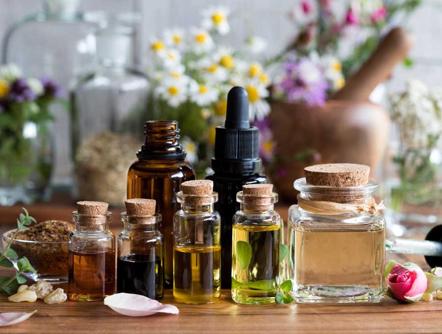 massage-therapist-massage-oils